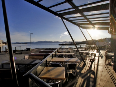 Pizzarestaurant situated on Os guest harbour.